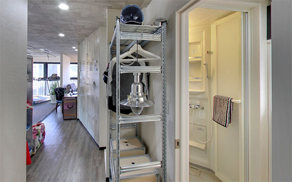 シャワールームと洗面台も完備